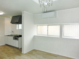 キッチンとの間に仕切り袖壁があるので独立した空間のような雰囲気をつくることができる。
