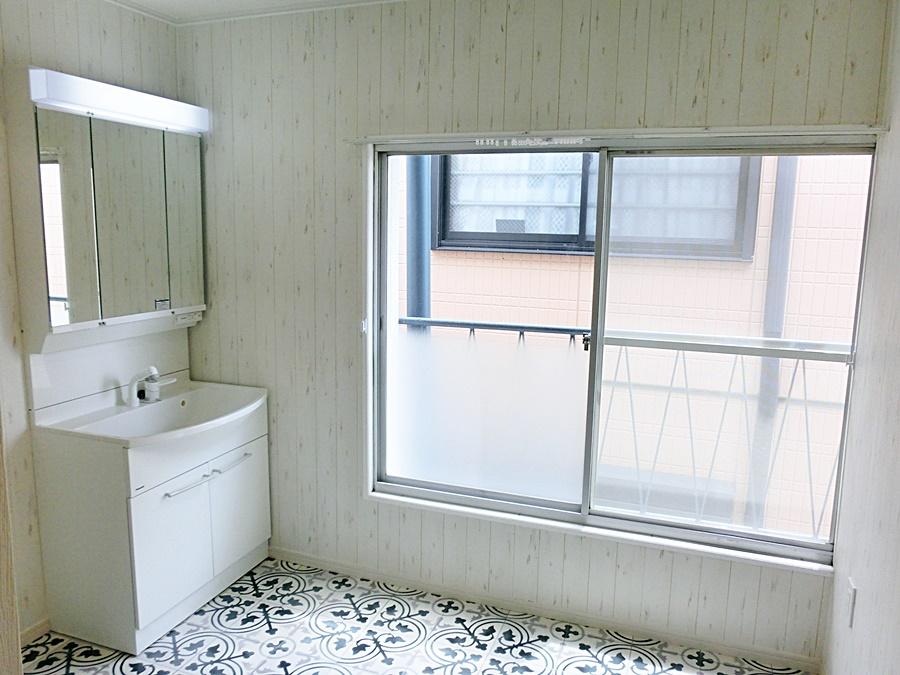 シャワー水栓、広い洗面ボウル