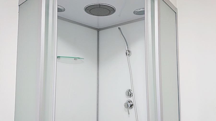 天井から降り注ぐレインシャワー