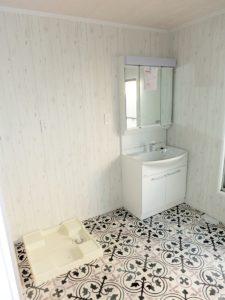 独立三面鏡洗面台、室内洗濯機置場