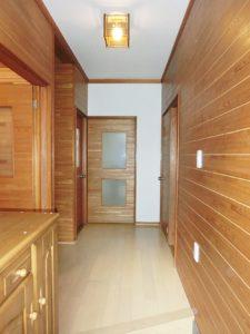 玄関ホール、廊下