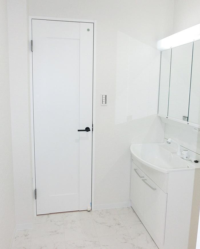 洗面所のドアも素敵